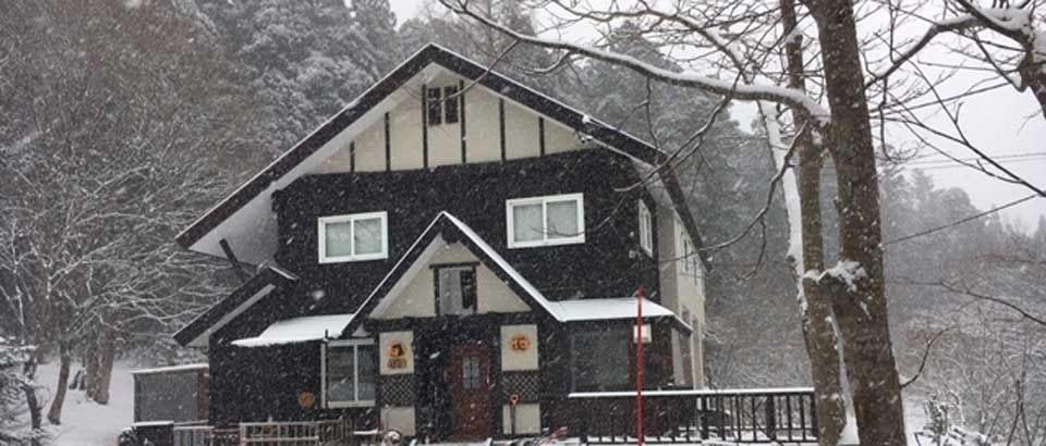 lodge_pico_in_winter